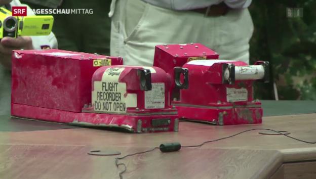 Video «Übergabe der Flugschreiber an malaysische Experten» abspielen