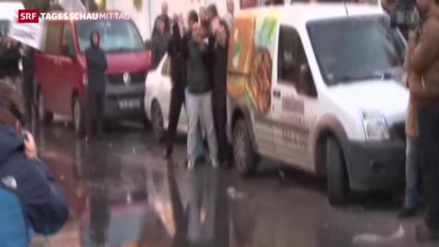 Video «Türkei: Polizei besetzt Fernsehsender» abspielen