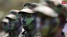 Link öffnet eine Lightbox. Video Ehemalige FARC-Anführer vor Gericht abspielen