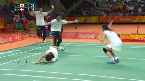 Video «Die Japanerinnen gewinnen den Doppel-Final im Badminton» abspielen