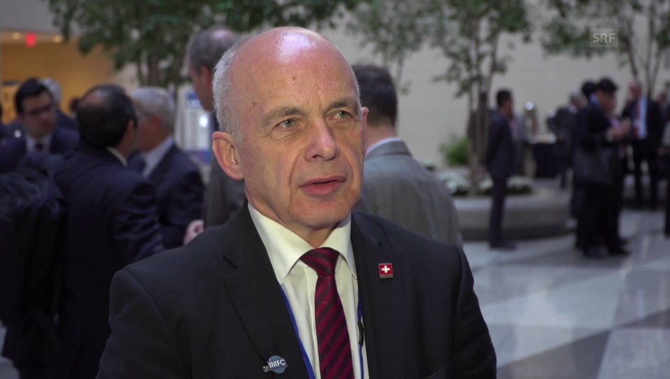 Ueli Maurer im Gespräch mit US-Korrespondent Peter Düggeli