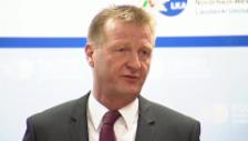 Video «Stellungnahme Ralf Jäger, Innenminister von Nordrhein-Westfalen» abspielen