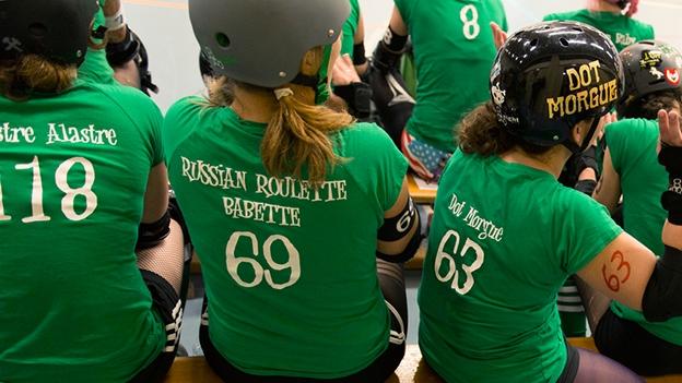 Rollerderby gilt als Frauensport - was steckt dahinter?