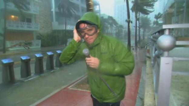 Video «Hurrikan-Reporter setzt sich in Szene» abspielen