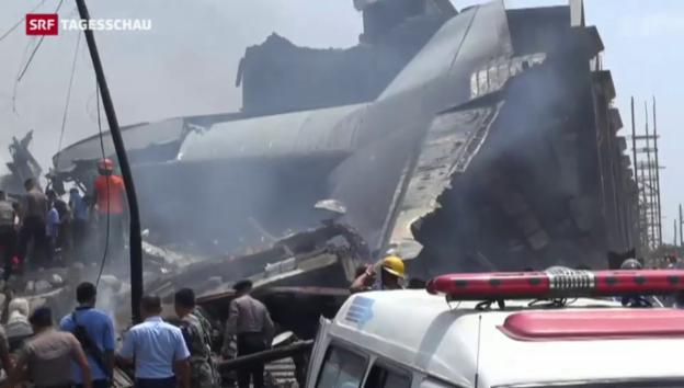 Video «Flugzeugcrash in Indonesien» abspielen