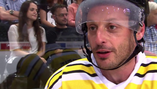 Video «Promi-Duell auf dem Eis» abspielen