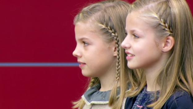 Video «Leonor und Sofía am Nationalfeiertag 2015 (unkom)» abspielen
