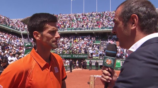 Video «Tennis: French Open 2015, Halbfinal Djokovic-Murray, Platzinterview mit Novak Djokovic» abspielen