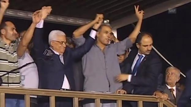 Video «Palästinenser umjubeln Freigelassene (unkomm.)» abspielen