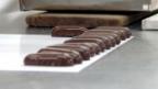 Video «Wie aus der edlen Kakaobohne fertige Schoggi wird» abspielen