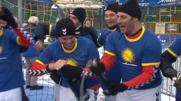 Video «Die Schweiz ist Schneefussball-Weltmeister» abspielen