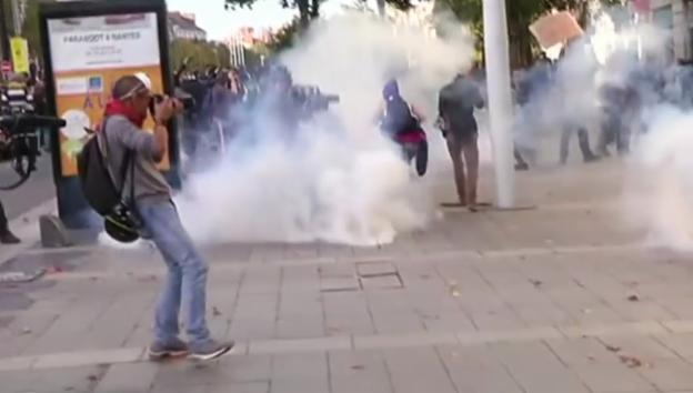 Video «Heftige Proteste in Frankreich» abspielen