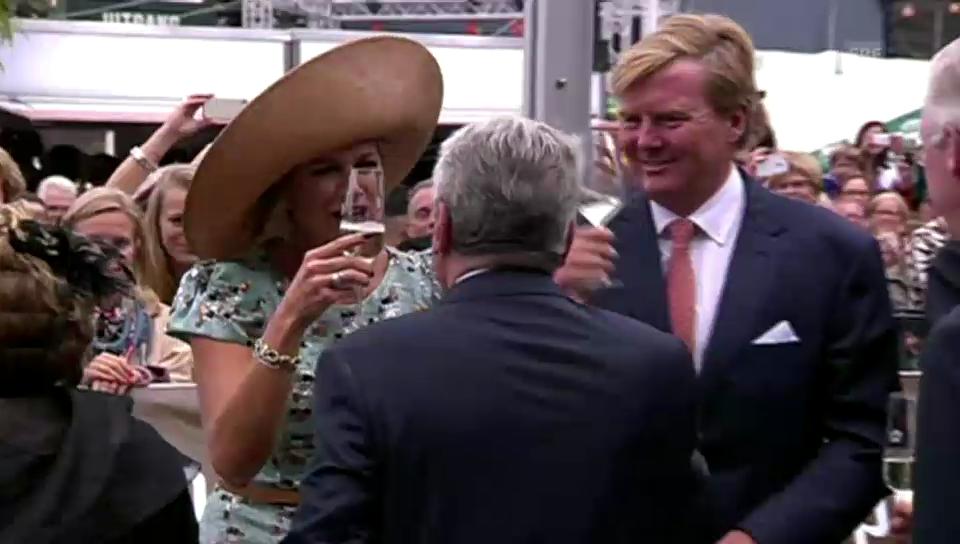 Willem-Alexander und Máxima feiern ihr Königreich (unkom. Video)