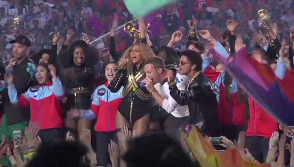 Coldplay, Beyoncé und Bruno Mars singen Medley