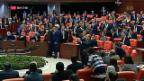 Video «Erdogan hebt Immunität für Abgeordnete auf» abspielen