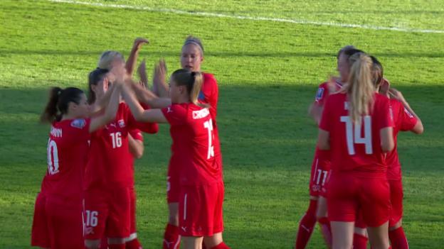 Video «Fussball: WM-Quali Frauen, Zusammenfassung Schweiz - Dänemark» abspielen