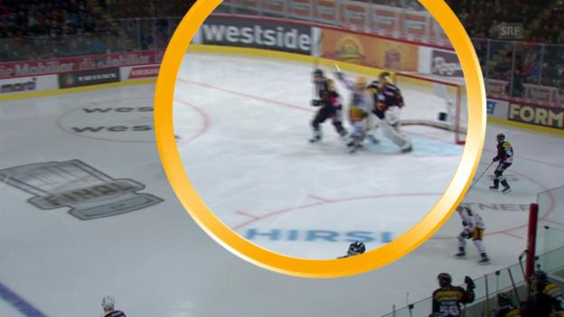 Video «Strafe nach 64 Sekunden: Martschini fährt in Genoni» abspielen