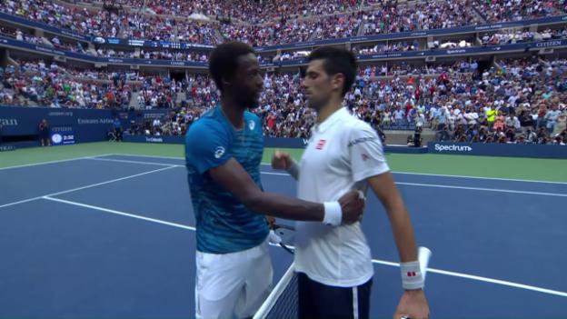 Video «Djokovic und Monfils liefern sich bizarres Match» abspielen