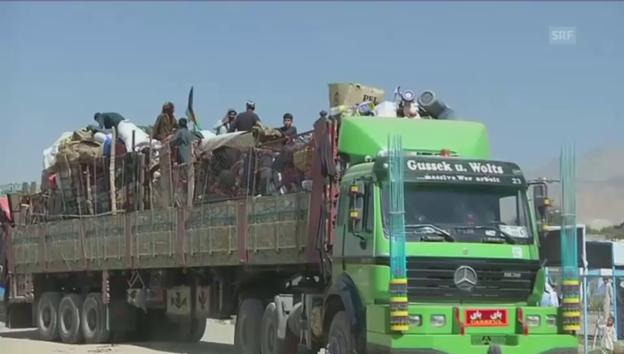 Video «Rückkehr afghanischer Flüchtlinge aus Pakistan (unkomm.)» abspielen