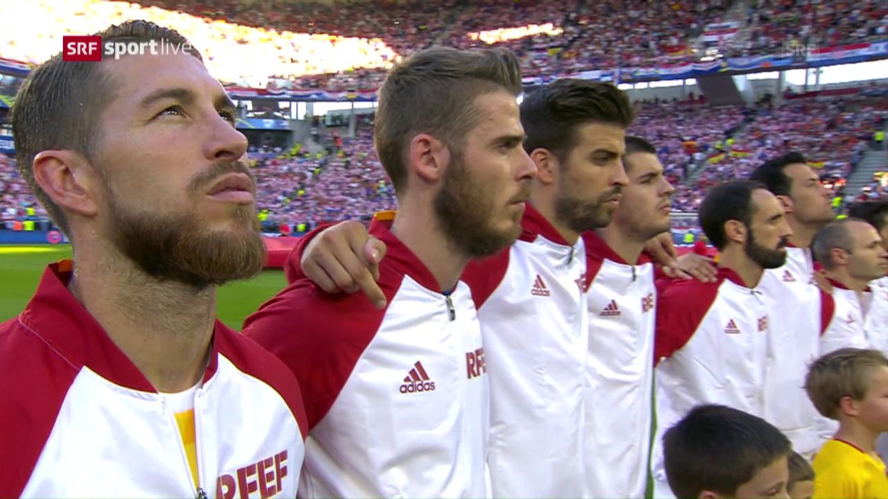 Piqués Geste während der Nationalhymne