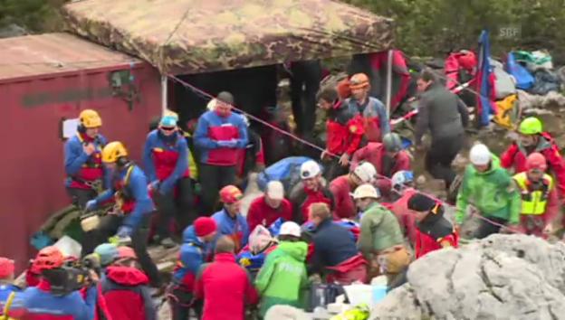 Video «Vollbracht: Höhlenforscher wieder über Tage» abspielen