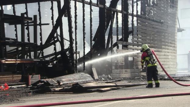 Video «Forstwerkhof Lenzburg abgebrannt» abspielen
