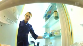 Video «Meta Hiltebrand: Eiskalt im Promi-Kühlschrank» abspielen