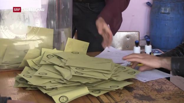 Video «Knapper Ausgang bei Verfassungsabstimmung» abspielen