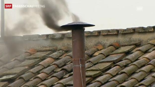 Video «Schwarzer Rauch über dem Vatikan – Nachfolge weiter offen» abspielen