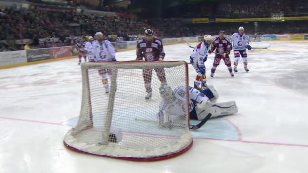 Video «Eishockey: Playoffs 2015, 2. Halbfinal, Genf-ZSC, Mitteldrittel» abspielen