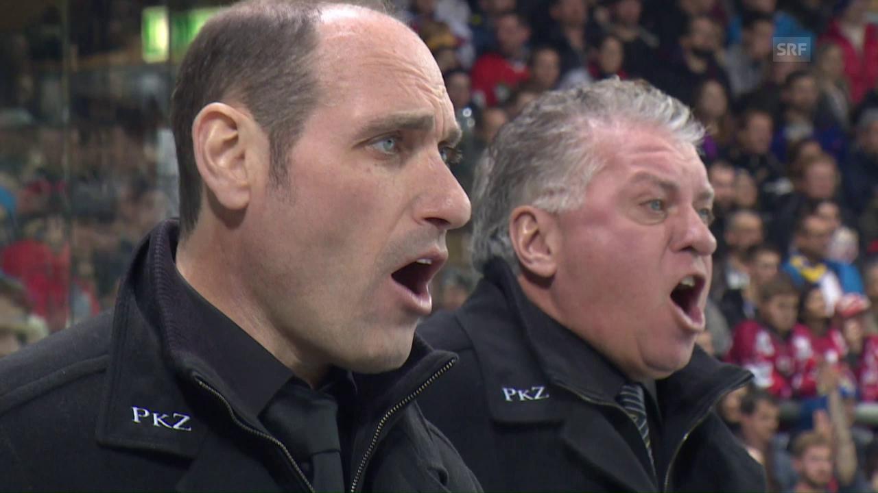 Trainer und Co-Trainer schreien synchron