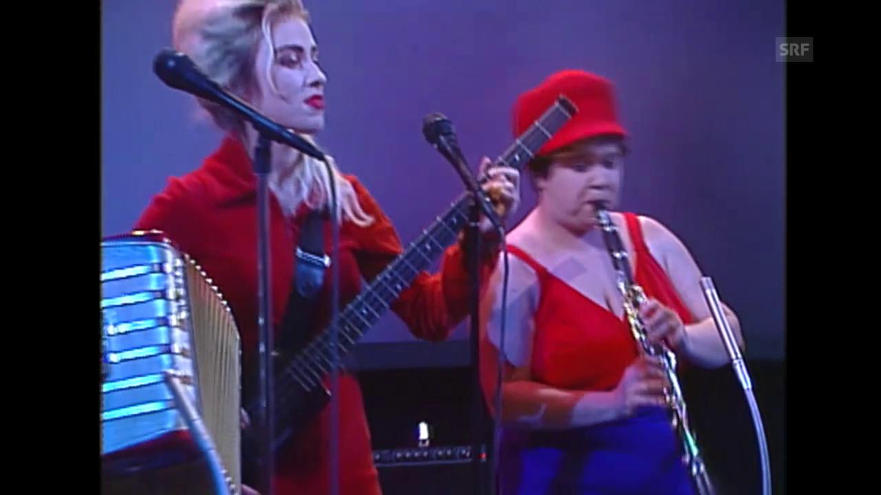 Performance von Les Reines Prochaines (1992), mit Pipilotti Rist am Bass
