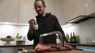 Video ««Männerküche» 2017: Unsere Köche werden ins Schwitzen kommen!» abspielen