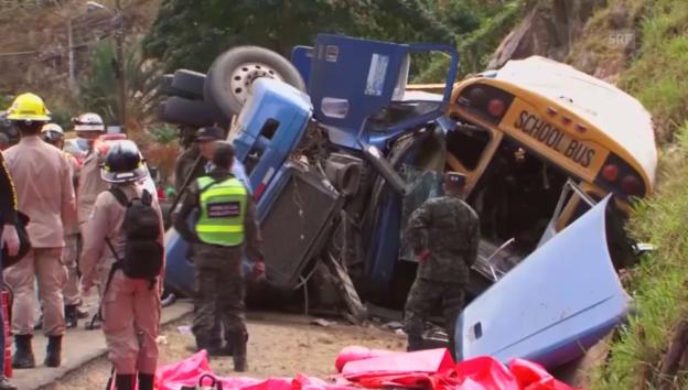 Video «Honduras: Viele Tote und Verletzte bei Busunfall (unkomm.)» abspielen