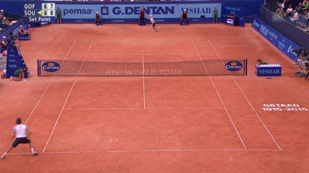 Video «Tennis: ATP 250 Gstaad, Viertelfinal Goffin-Sousa, Satzball Sousa» abspielen