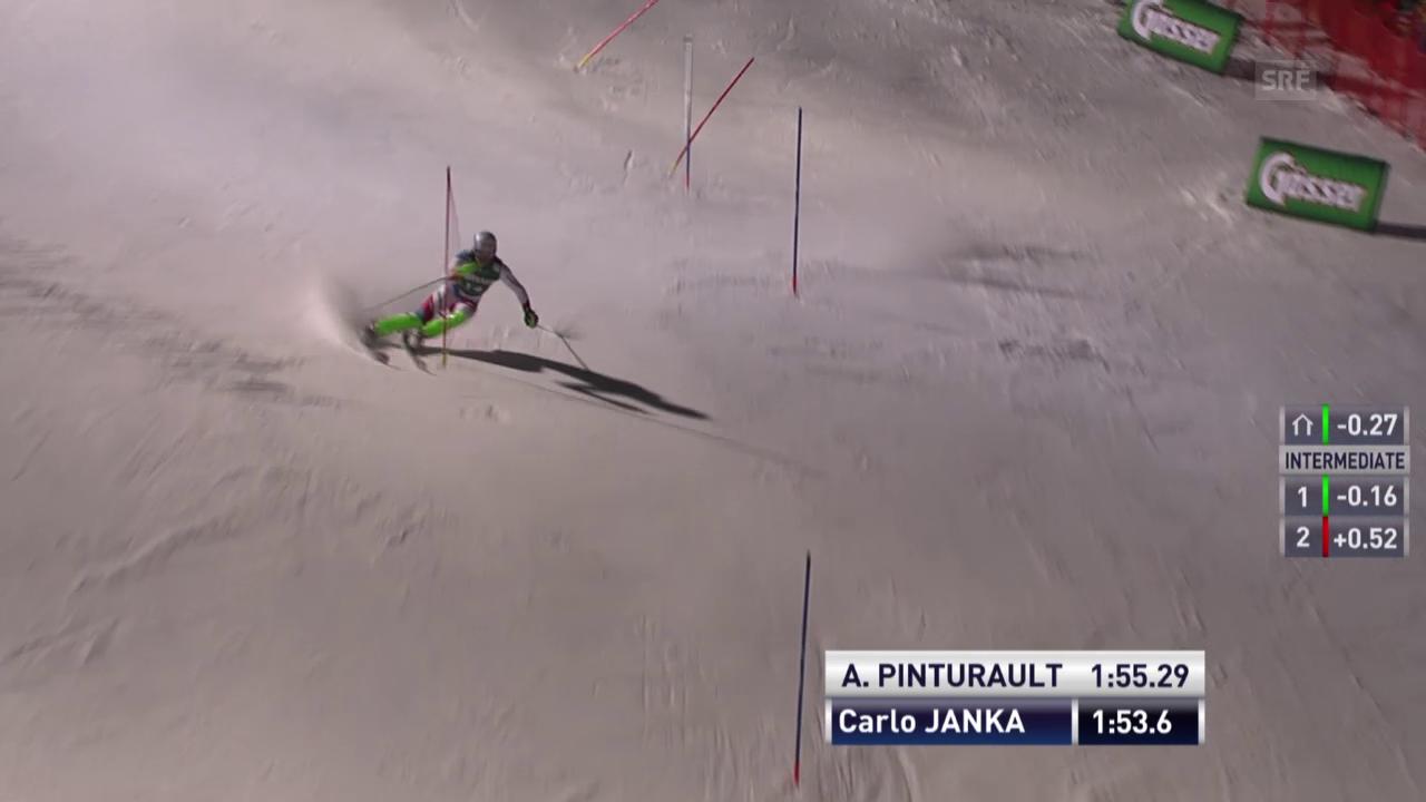 Carlo Janka kontrolliert am Podest vorbei