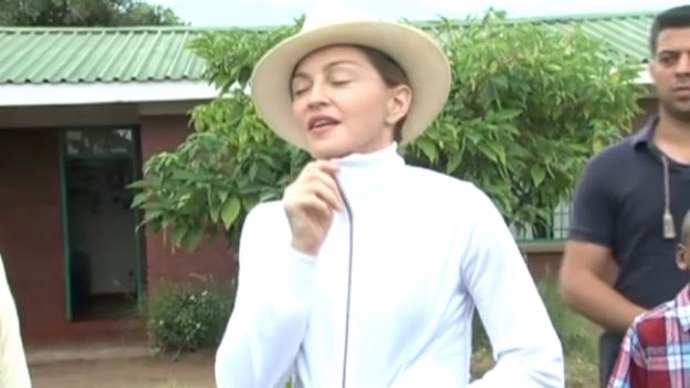 Video «Malawische Regierung schiesst offiziell gegen Madonna» abspielen
