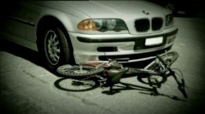Video «Traffic: In a wheelchair for life (10/12)» abspielen