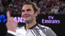 Link öffnet eine Lightbox. Video Federer beweist beim Platzinterview Selbstironie abspielen