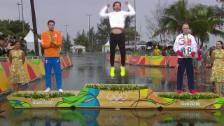 Video «Cancellaras bewegende Siegeszeremonie» abspielen