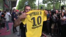 Video «Schlange stehen für das neue Neymar-Trikot» abspielen
