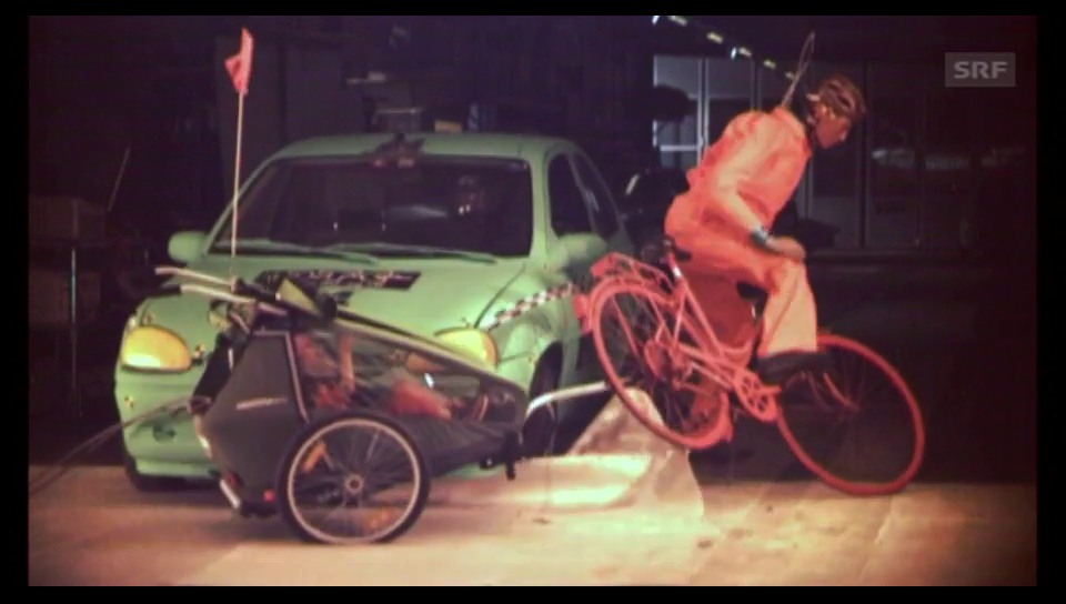 Crashtest: Velo-Kindersitz vs. Veloanhänger