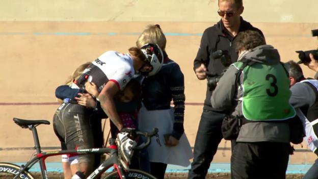 Video «Cancellara stürzt und herzt seine Familie» abspielen
