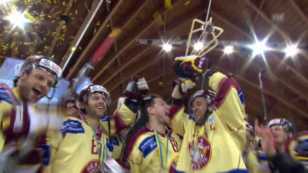 Video «Eishockey, Spengler Cup: Die Pokalübergabe («sportlive», 31.12.13)» abspielen