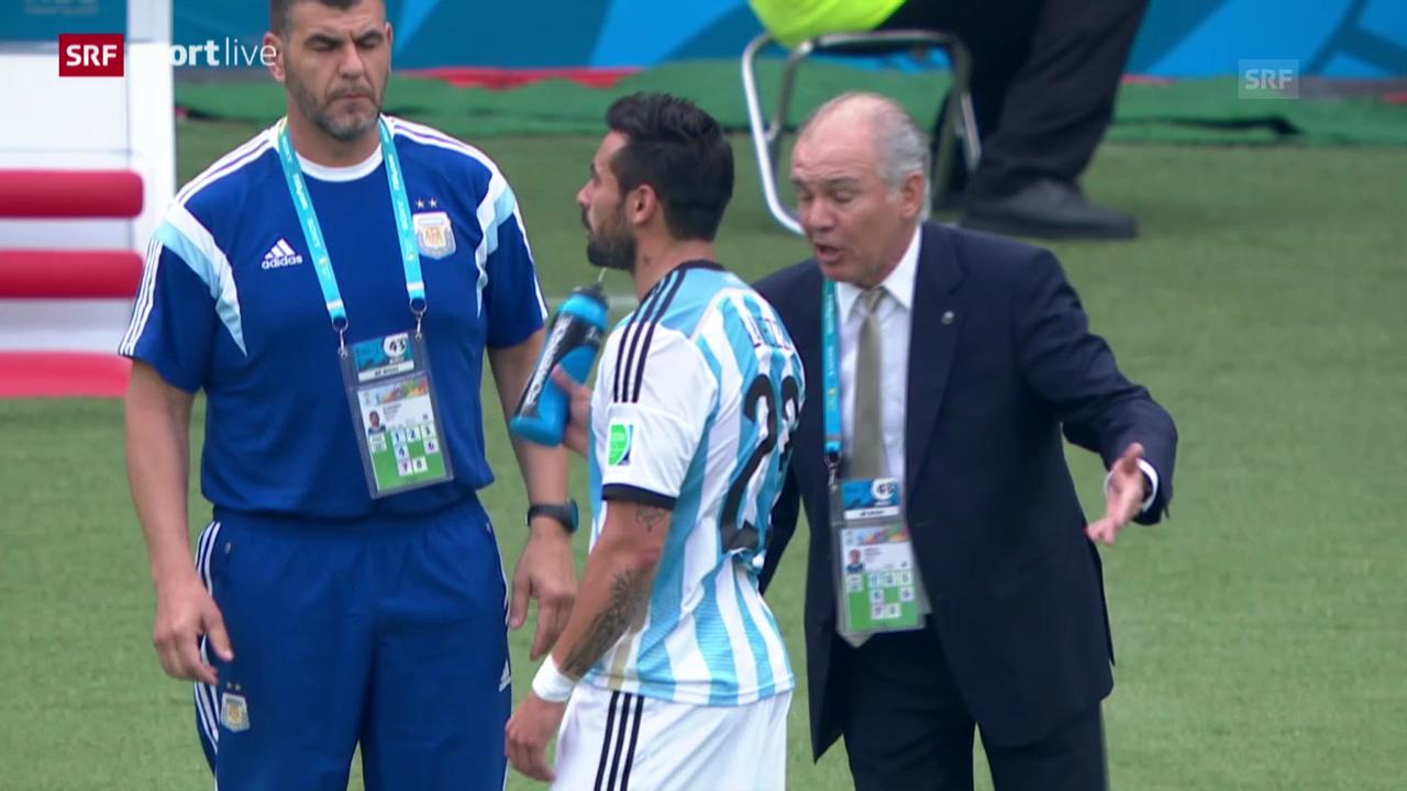 Argentiniens Lavezzi bespritzt Coach Sabella