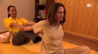 Video «Das Versuchskaninchen - Thaimassage am eigenen Leib» abspielen