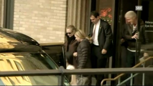 Video «Clinton verlässt Spital (unkommentiert)» abspielen