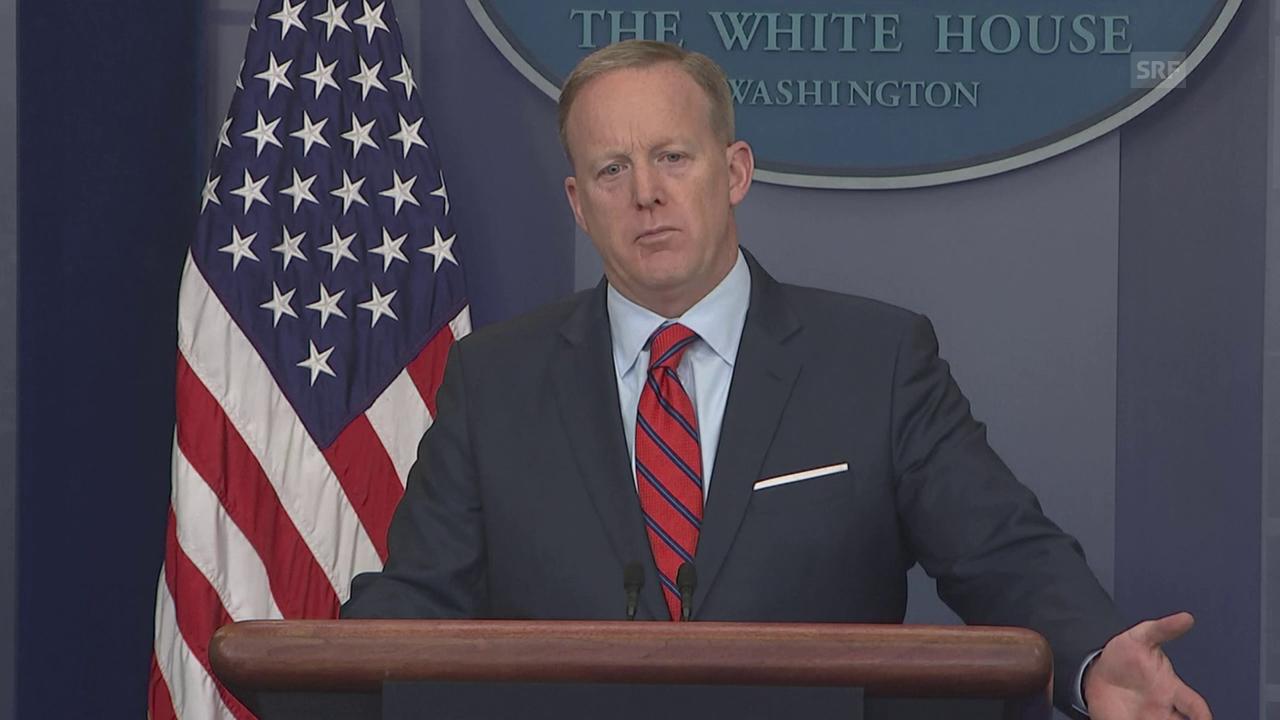 Hier verheddert sich Spicer im Hitler-Vergleich (engl.)