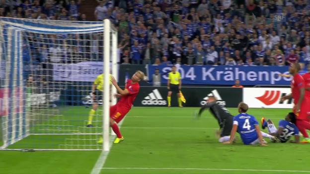 Video «Leidenschaftliche Schalker besiegen Salzburg» abspielen