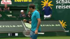 Link öffnet eine Lightbox. Video Federer in Halle mit einem Auftalt nach Mass abspielen